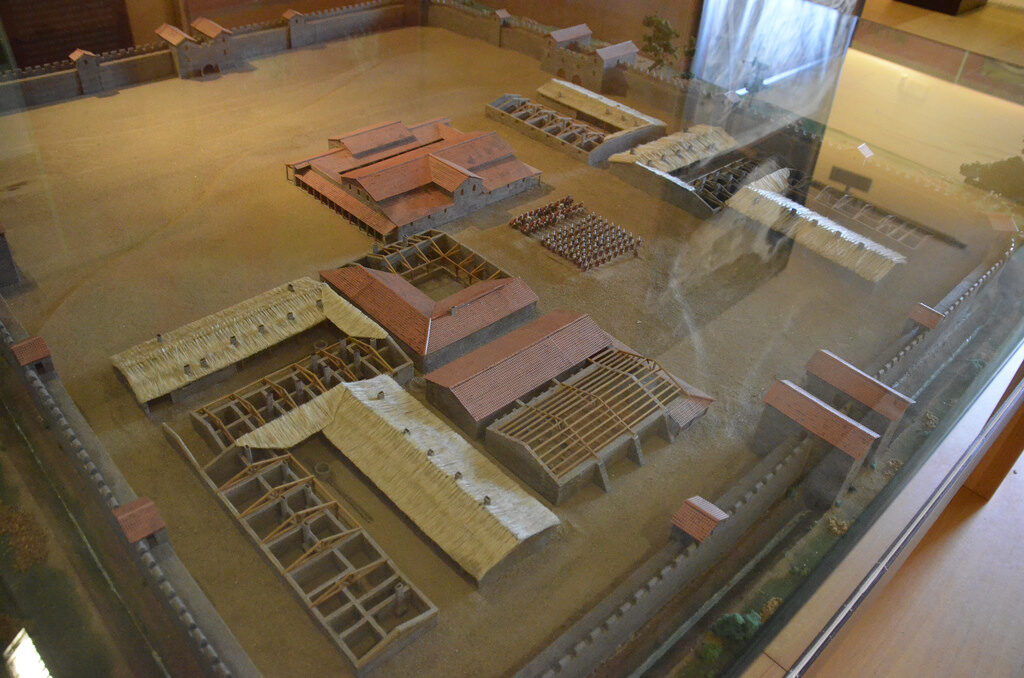 "Scale model of the Aquis Querquennis Roman camp (Barracks) - Source: ""Galicia Pétrea"" exhibition at the City of Culture (Monte Gaiás)"